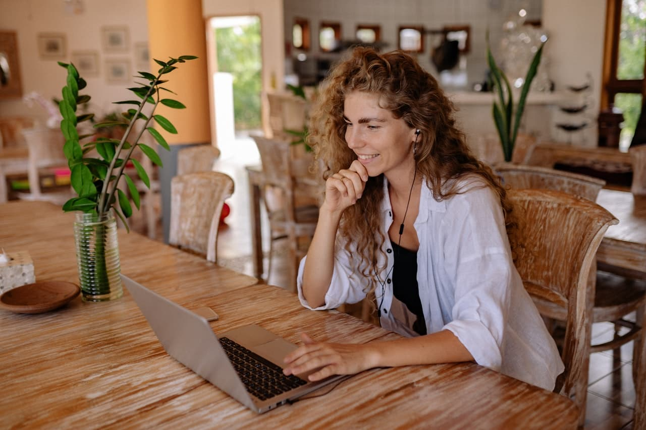 Woman blogging on a computer